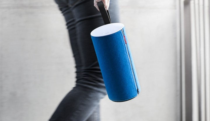 Libratone_Zipp_Icy_Blue_04_HighRes