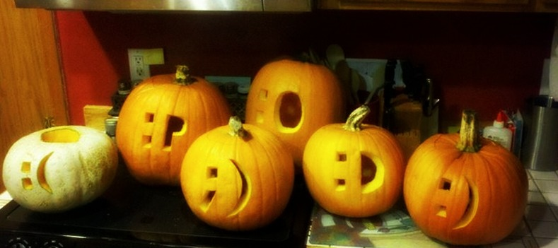 emoticon-halloween-pumpkin-thinkgeek-cool-mom-tech_zps0b41fc43
