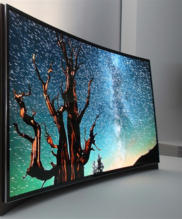 twisty-tv-samsung-shows-off-worlds-first-curved-oled-screen_3