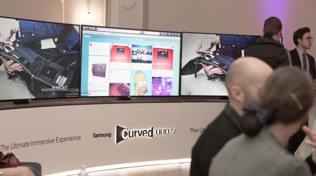 Social feed på ultra HD skærme fra Samsung