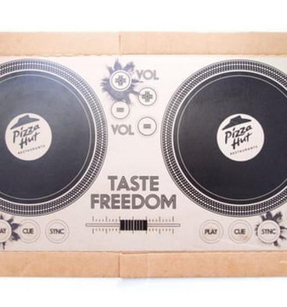 Nu kan du lege DJ med en pizzabakke