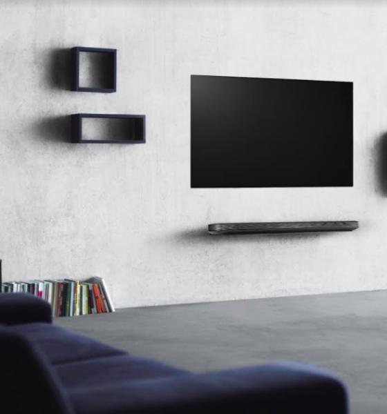 Verdens tyndeste fjernsyn er 65″ og vejer blot 1.9 kg