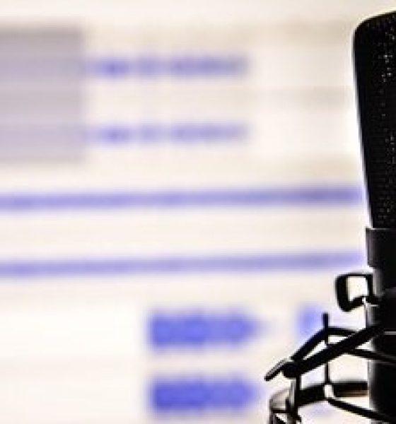Podcast-anbefaling: Grin og skæve emner med Signe Lindkvist og Iben Hjejle