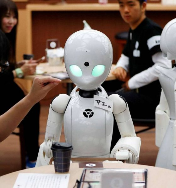 Robottjenere giver arbejde til mennesker med lammelse